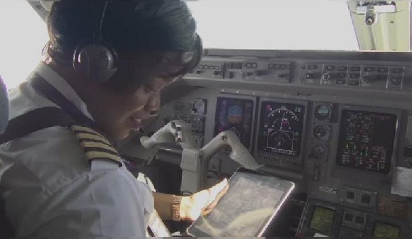 Admira António is the first woman flighting an airplane in Mozambique