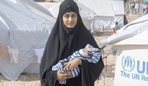 Shamima Begum with her third child Jerrah, who died on Thursday