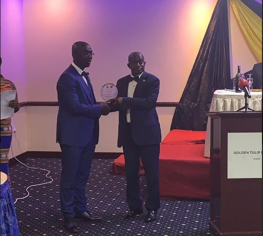 Dr. Afriyie Achampong (left) recieves the award