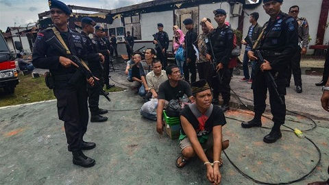 Police recaptured 115 prisoners later on Saturday but dozens still remain at large