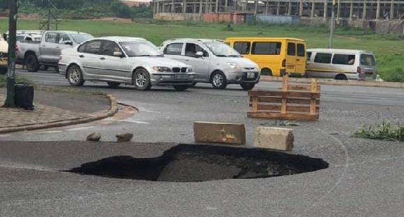 The cave-in has affected traffic on the Okponglo stretch