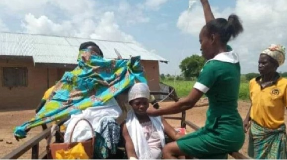 Midwife saves mother and child in aboboyaa