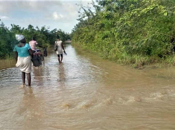 Residents defy flood to go to town