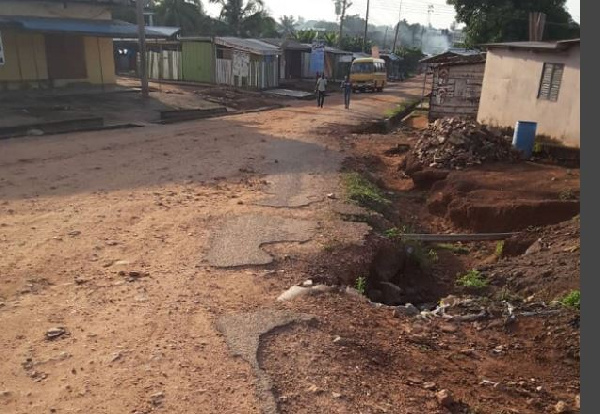 Pot hole on road, Ghana Political News Report Articles