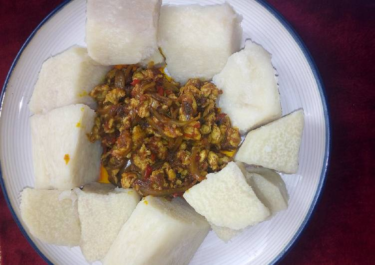 cooked-yam-with-egg-sauce-recipe-main-photo