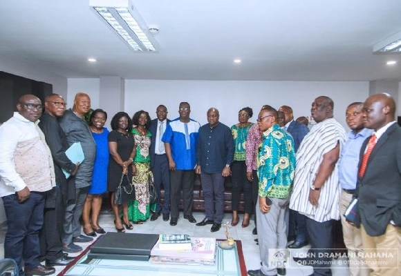 John Mahama in a group picture with NAGRAT leadership