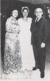 Pinhas y Eugenia Czerniak en el casamiento de una de sus hijas (1973)