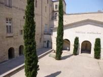 Patio central de la Facultad de Medicina de Montpellier