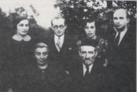Ari y Giffa Czerniak, su hijo Pinhas y sus hijas Radia y Peshka con su marido