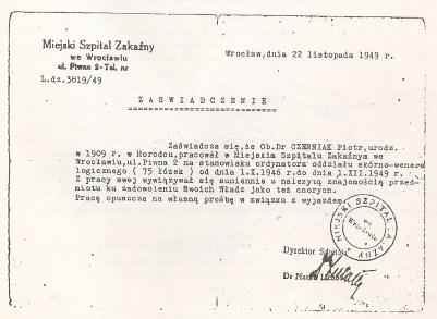 Certificado emitido por el Hospital Municipal de Enfermedades Infecciosas de Breslau Dr. Pinhas Czerniak ejerció como médico en dicho hospital entre el 1 de octubre de 1946 y el 22 de noviembre de 1949