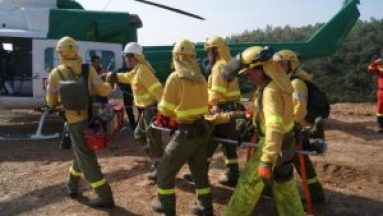 Evacuación de accidentado en camilla (foto de La Información)