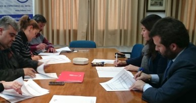 Isabel Mora y Francisco Suarez firman las Tablas 2017 por CCOO
