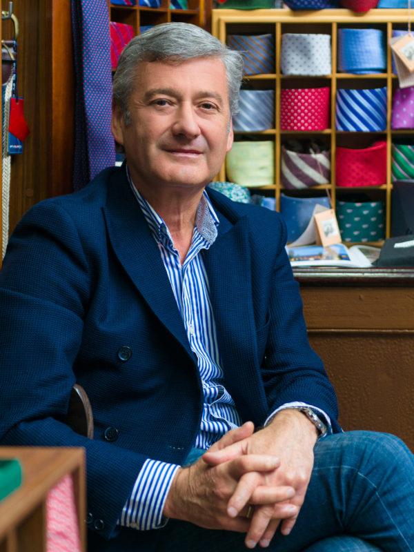 Retrato do propietario da tenda de roupa Riande