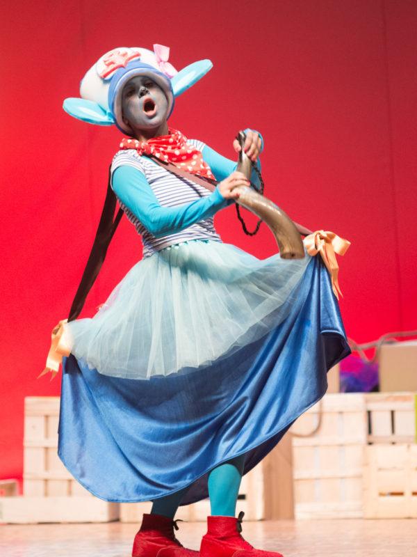A ratiña azul e o queixo levitador