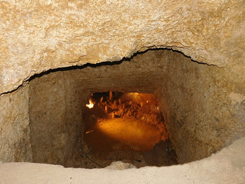 Harrisons Cave1 - Crystallized limestone