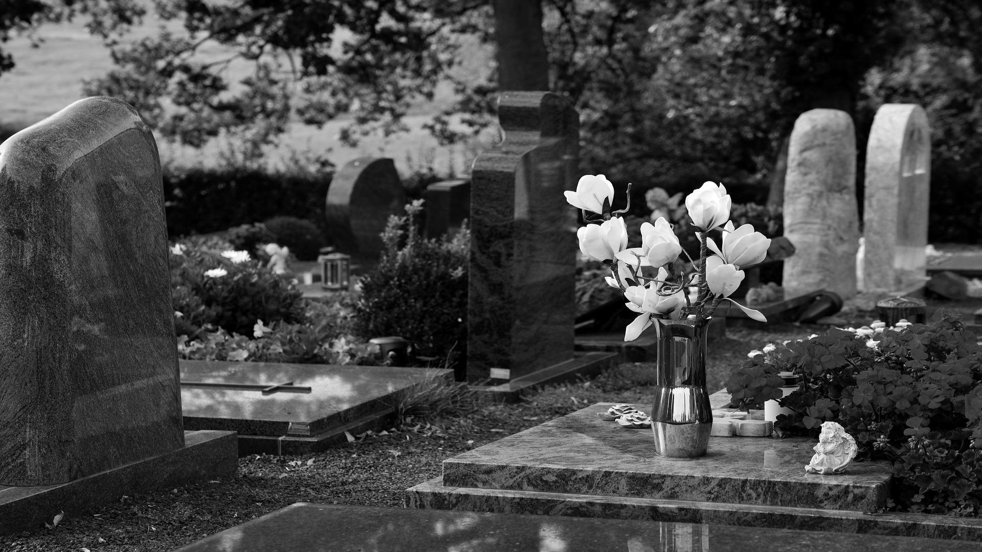 Solo tres familiares podran asistir al entierro de un fallecido mientras dure el estado de alarma1920