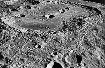 Как выглядит лунная поверхность