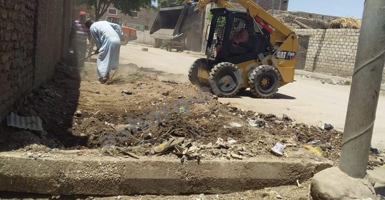رفع 18 طن مخلفات وقمامة من شوارع مدينة الزينية بالأقصر