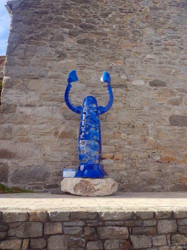 Roscoff blue statue
