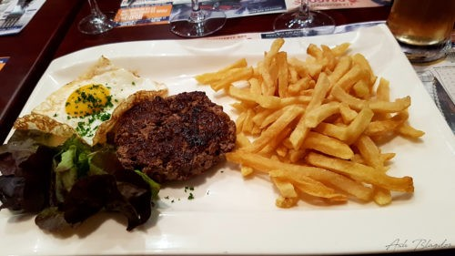 Burger & chips at Le Buquet's