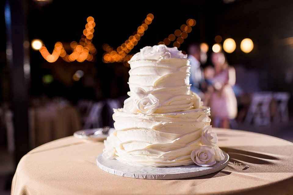 indio wedding venue, tack room tavern wedding, tack room tavern reception, empire polo grounds wedding, empire polo grounds reception, exquisite desserts cake