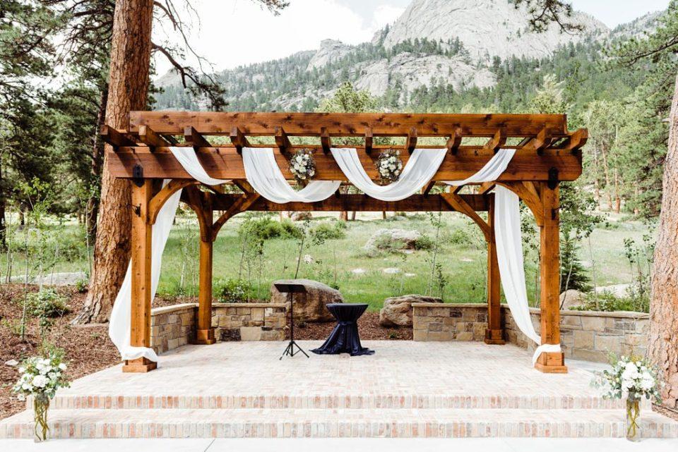 pergola for weddings at della terra in estes park