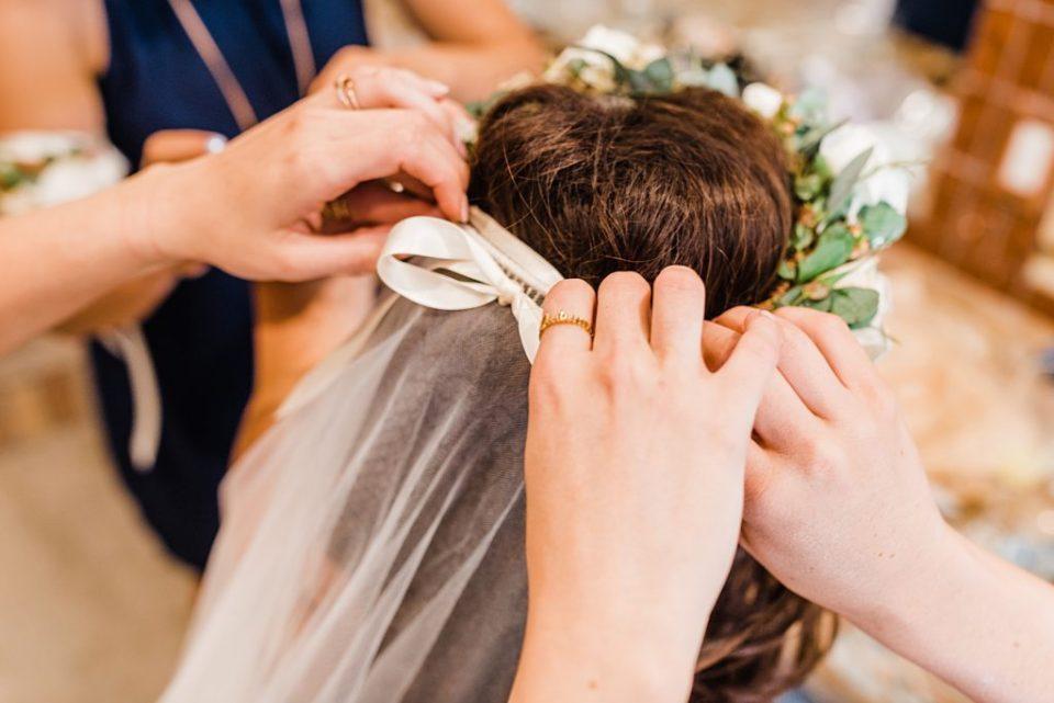 putting brides veil in