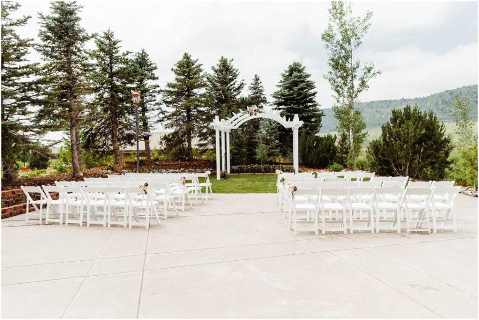 outdoor wedding ceremony set up at wedgewood ken caryl