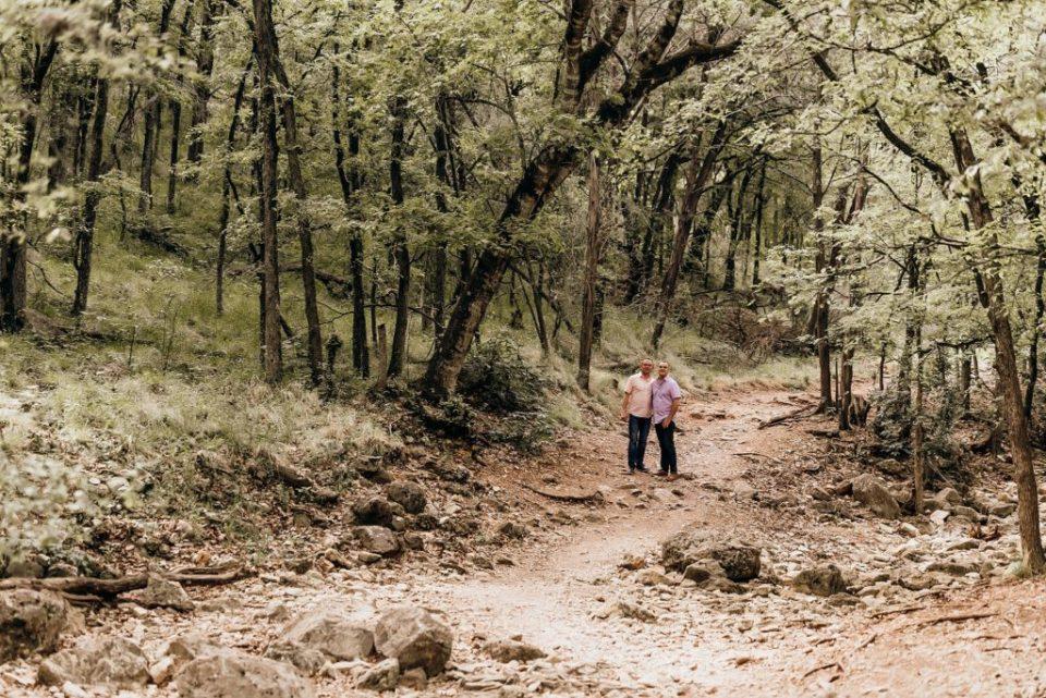 landa park engagement session in new braunfels texas