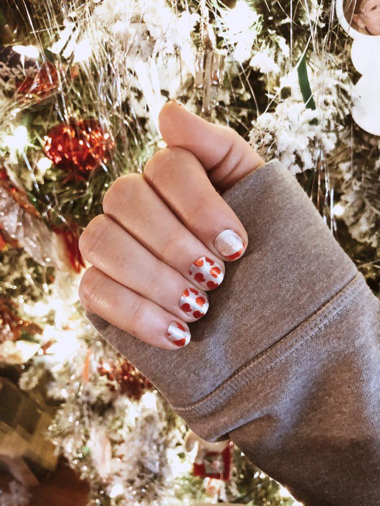just beclause color street santa nails