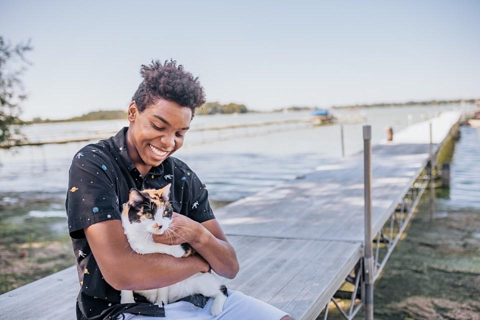 senior boy photos with pet cat