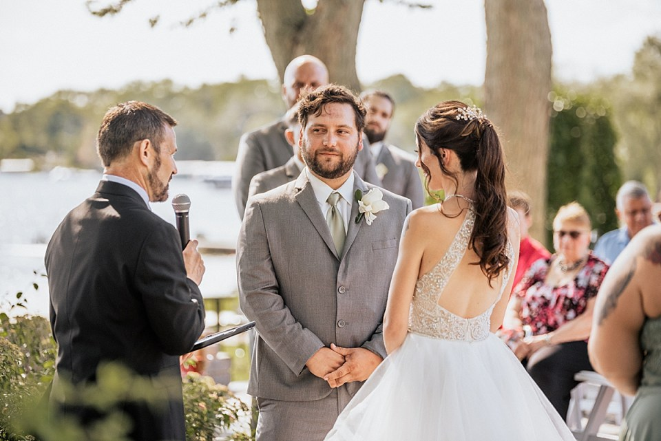 bass bay brewhouse outdoor wedding in summer