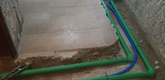 החלפת צנרת מים ראשית לבניין