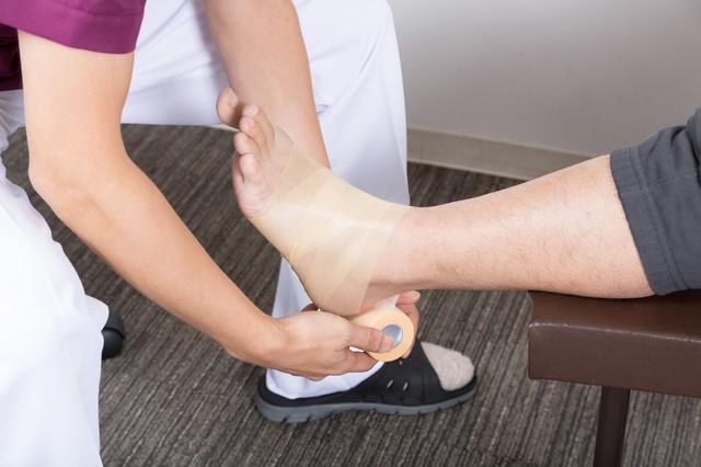 外反母趾でテーピングをしたが痛みが出る人の対処方法とは?