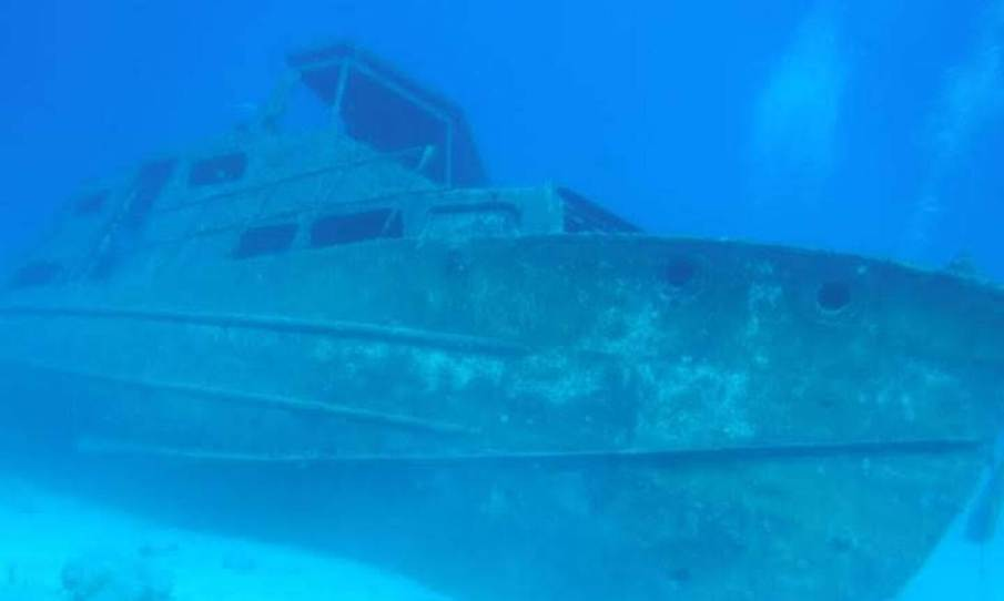 Ship wreck (13 m below surface)