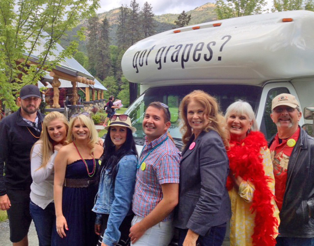 Wine Tour Party Bus in Applegate Valley