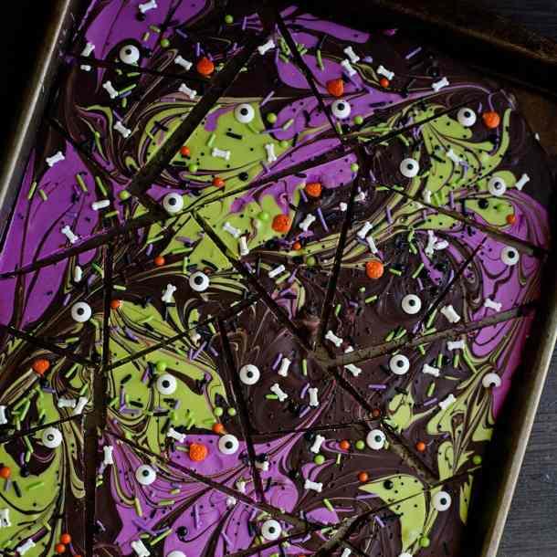 chocolate halloween bark with sprinkles