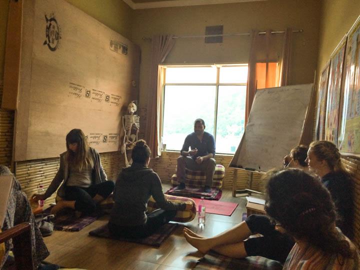 Rishikesh_Yoga_School_Classroom