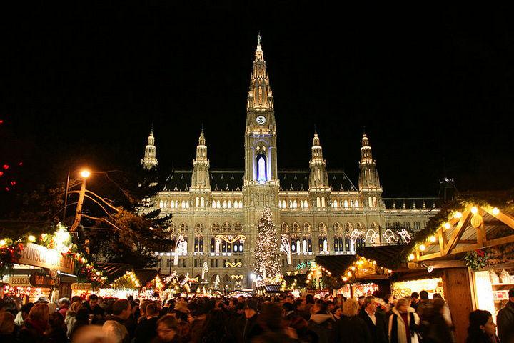 800px-Vienna_-_Rathaus