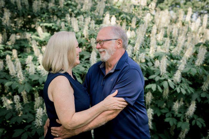 Couples portrait photography at Cox Arboretum