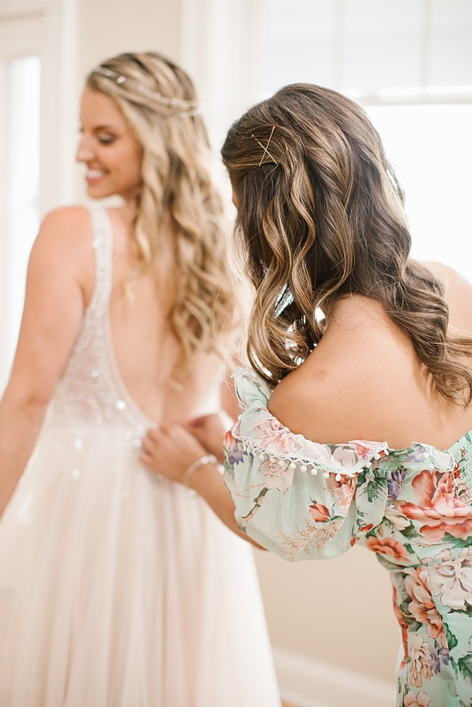 Ashley Mac Photographs photographs bride getting ready for wedding day