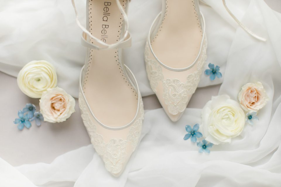 Ashley Mac Photographs photographs bridal details for fall wedding day