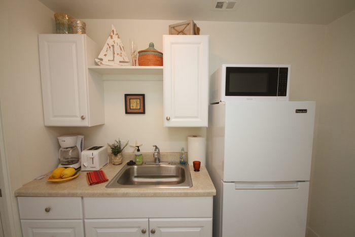 malibu airbnb kitchen