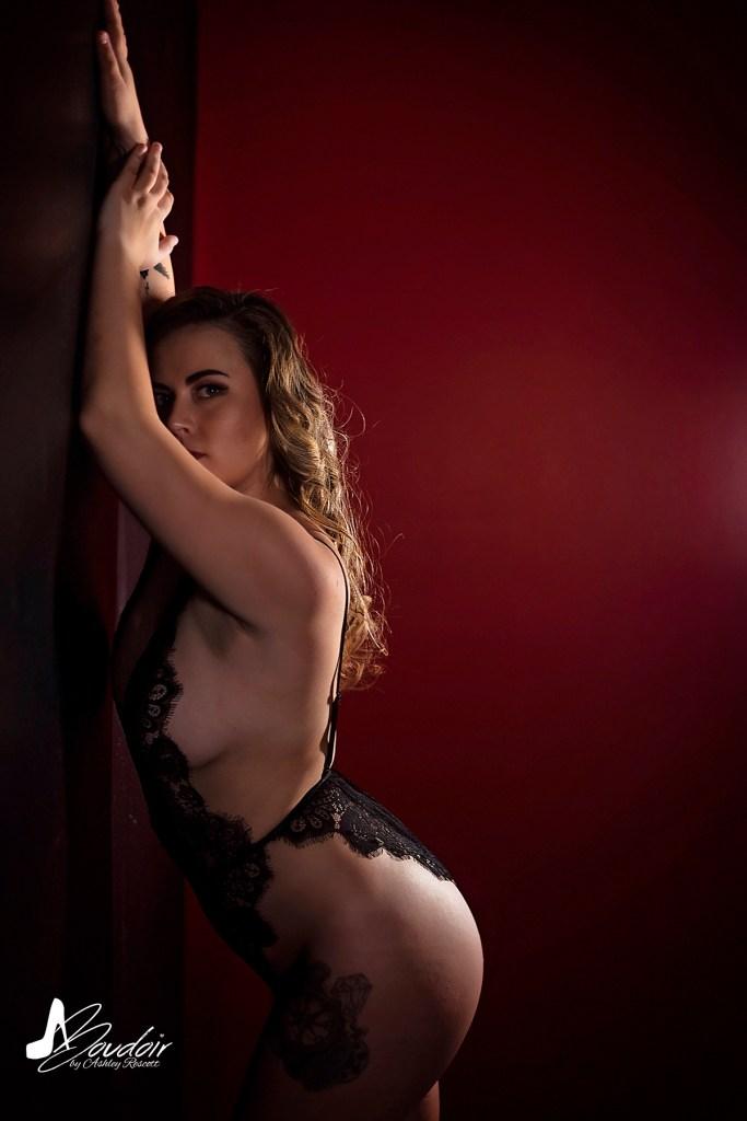 red room boudoir image, showing OCF and boudoir posing skills