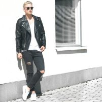 Style Image - White Sneakers 5