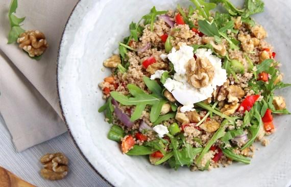 Vegetarische couscous salade met geitenkaas en walnoten
