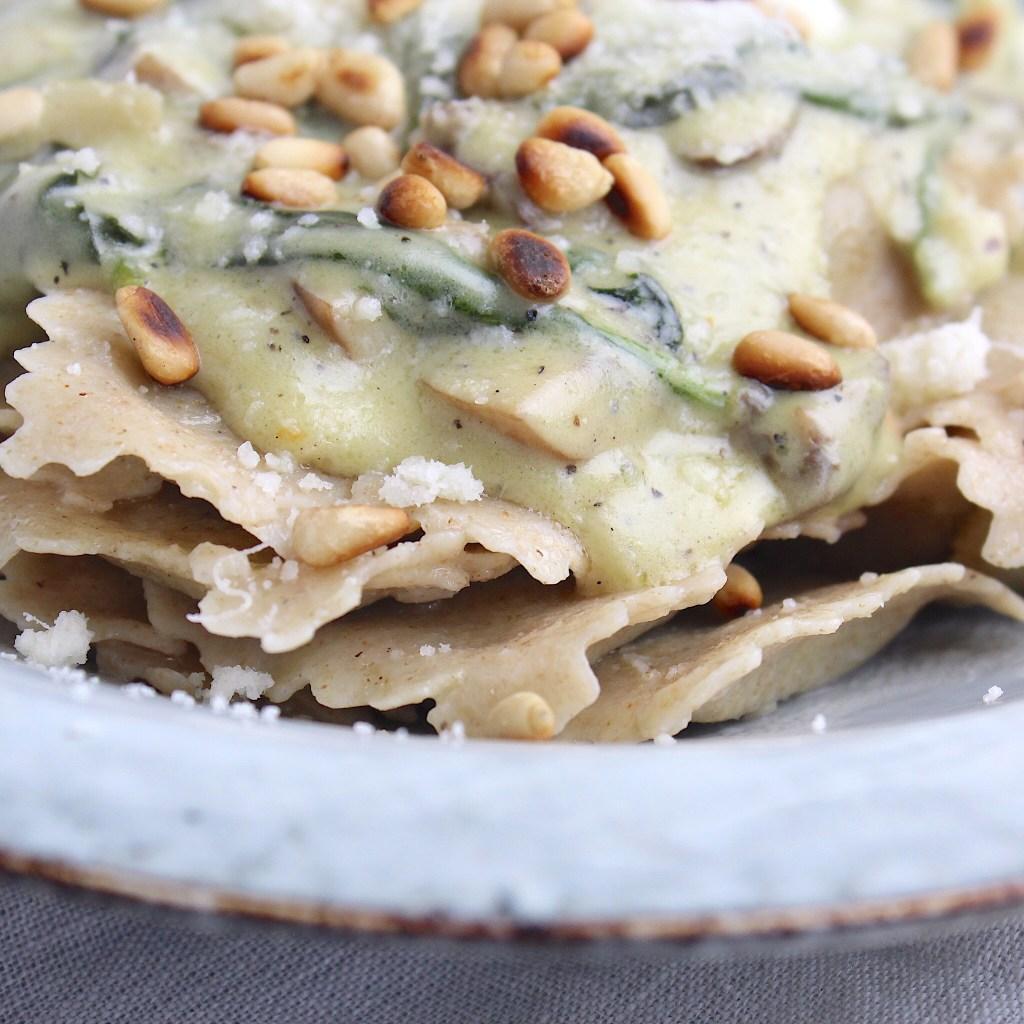 Ravioli met spinazie en champignonsaus