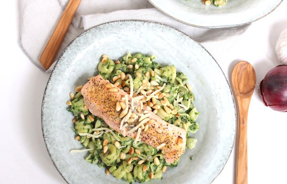 Simpele pasta met spinazie en zalm