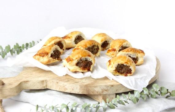 Mini saucijzenbroodjes met gekruid gehakt