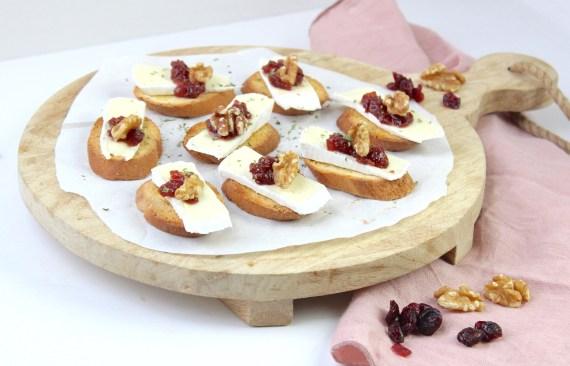 Simpel en snel borrelhapje met brie en cranberry compote